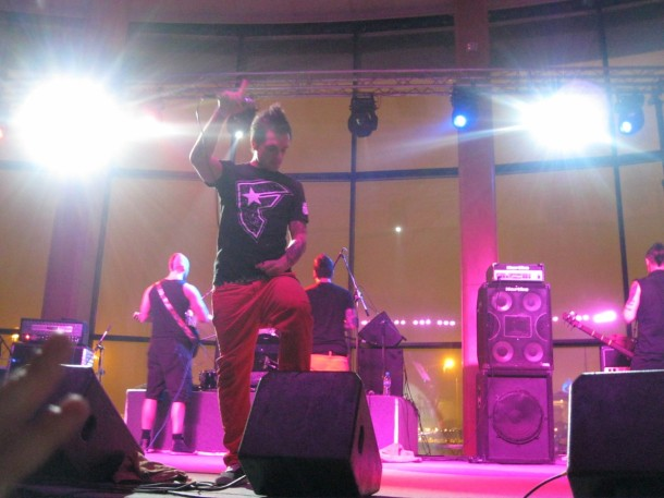 photos-live-dead-by-april-in-Russia-2010-Pontus-Hjelm-A-Promise-scream