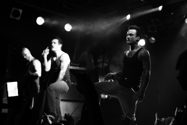 photo-live-dead-by-april-in-Moscow-club-Zandro-Santiago-Too-Late-extreme
