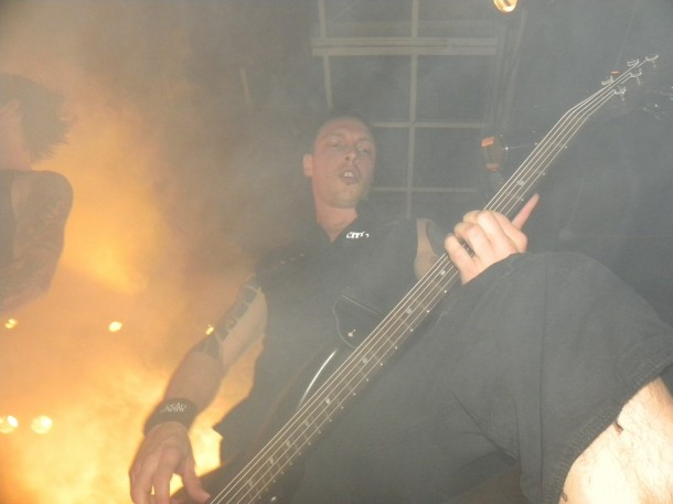 photosession-on-stage-Dead-By-April-Moscow-Pontus-Hjelm-Stronger-extreme