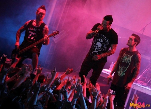 foto-koncert-Dead-By-April-Moscow-2012-Alex-Svenningsson-Trapped-metalcore