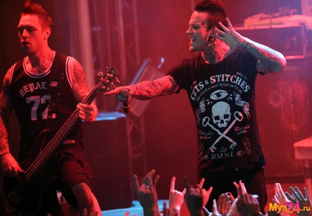 photo-koncert-dead-by-april-Moscow-2012-Jimmie-Strimell-Two-Faced