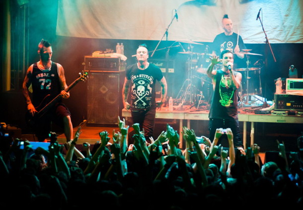 photo-live-dead-by-april-Moscow-2012-Zandro-Santiago-Crossroads-metalcore