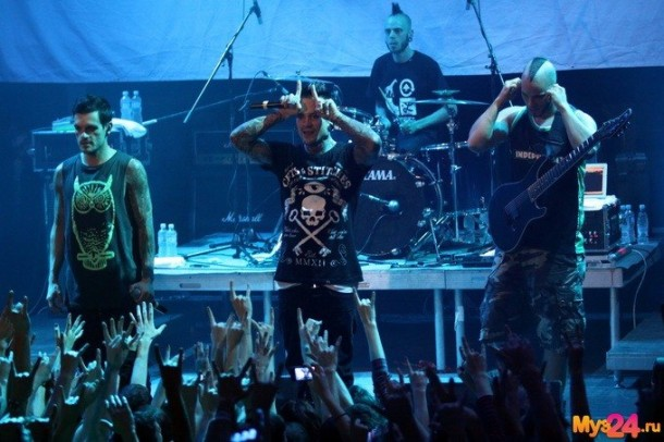 photo-metal-concert-Dead-by-April-v-moskve-Zandro-Santiago-Dreaming-extreme