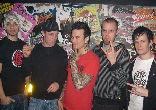 photo-band-Dead-by-April-Marcus-Wesslen-melodic-metalcore-concert-tour-2008
