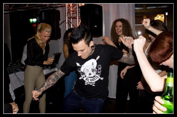 fotosession-dead-by-april-group-Alex-Svenningsson-rock-Live-in-London-2011