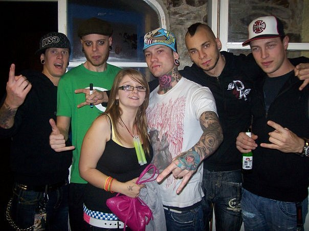 photos-group-band-Dead-by-April-chastnie-foto-with-fans-2008