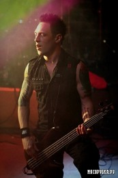 foto-live-Dead-By-April-in-Moscow-Jimmie-Strimell-Promise-Me-extreme