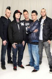 photosession-Dead-By-April-band-Pontus-Hjelm-extreme-Live-concerts-2012